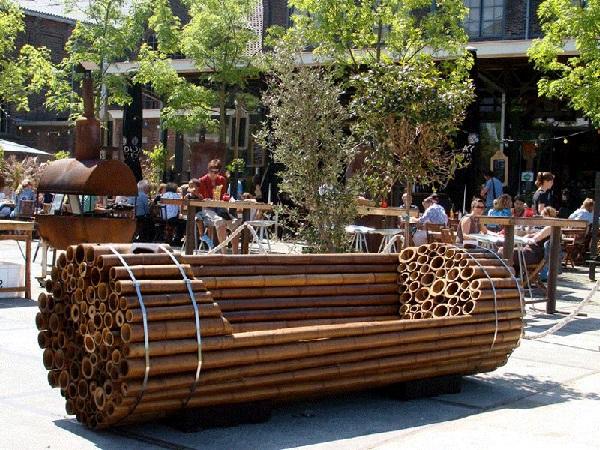Бамбук при самостоятельном изготовлении даной модели лавочки заменен жердями