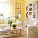 Фото 26: Желтые стены с мягкой мебелью