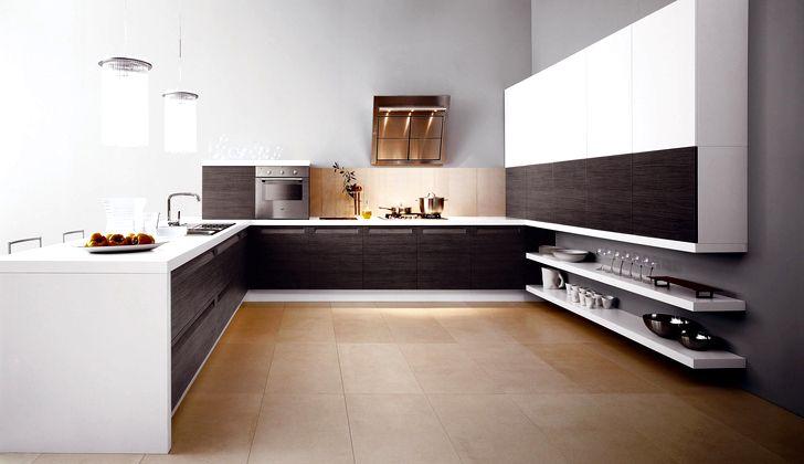 Современная простая и просторная кухня