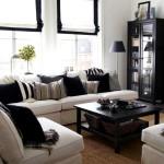 Фото 10: Бежевый диван с черными подушками