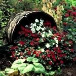Фото 210: Цветочная клумба из бочки