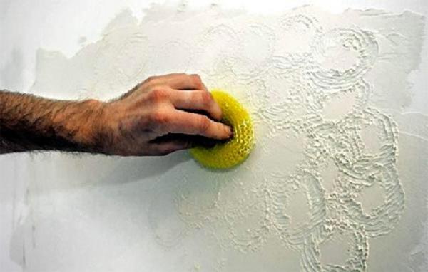 Окрашивание губкой на стене