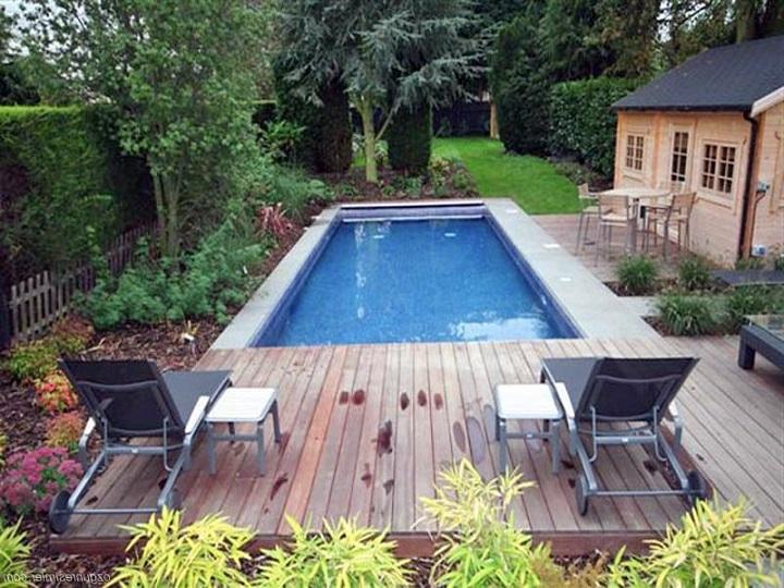 Бассейн на даче гарантирует отличный отдых членов семьи