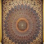 Великолепный иранский ковер в музее