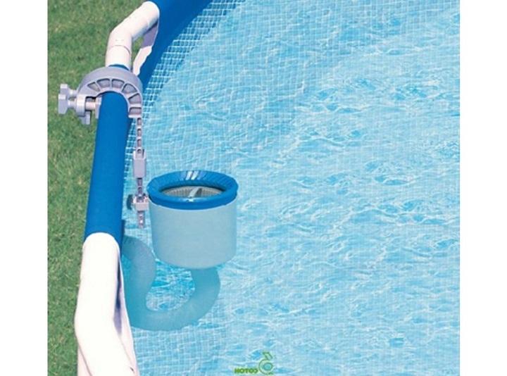 Скиммерный бассейн оснащается специальным устройством для очистки воды