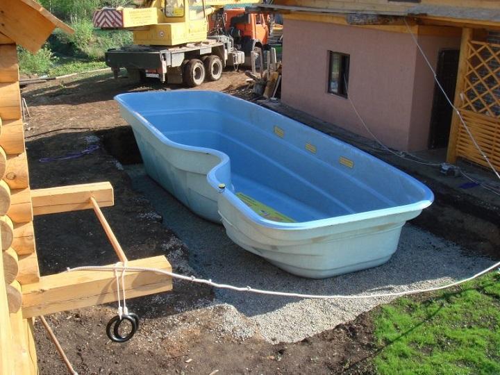 Полимерная чаша бассейна значительно сокращает время строительства, позволяет избежать ошибок бетонирования
