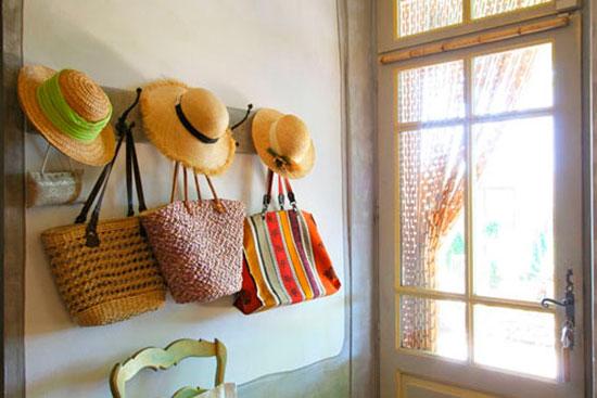 Дизайн прихожей во французском деревенском стиле требует правильной расстановки акцентов
