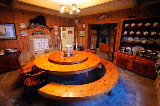 Необычный дизайн круглого стола