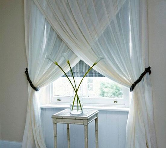 Необычное оформление окна с гардинами