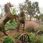 Фото 67: Скульптуры для ландшафтного дизайна в деревенском стиле