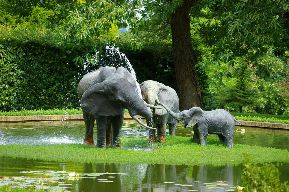 Скульптуры для водоема