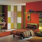 Фото 45: Сочетание стен зеленого и оранжевого цвета
