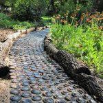 Фото 50: Садовая дорожка избутылок