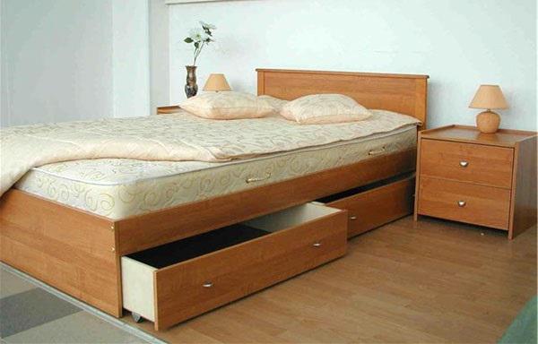 Кровать с встроенными ящиками