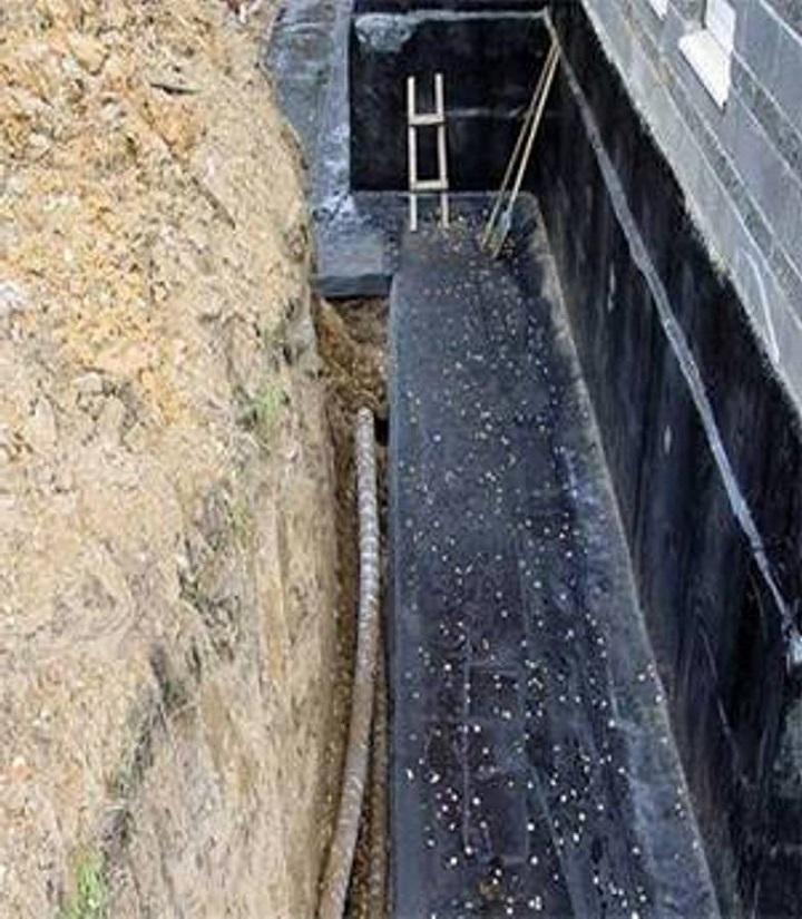 Гидроизоляция фундамента является заключительной операцией строительства основания