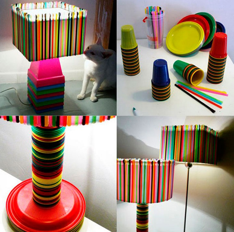 Яркий светильник из трубочек, тарелок и стаканчиков