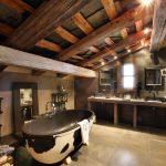 Ванная в деревянном доме на мансарде
