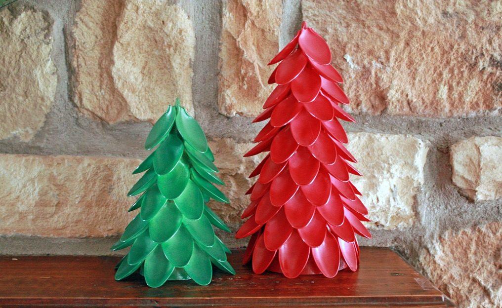 Новогодние поделки из пластиковых вилок и ложек 51