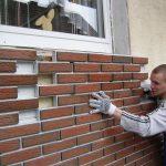 Фото 36: Монтаж клинкерной плитки под окном