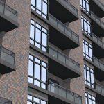 Фото 39: Отделка многоэтажного дома клинкерной плиткой