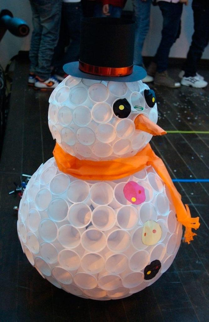 Поделка снеговик своими руками из стаканчиков