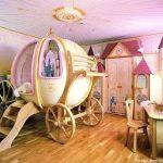 Детская комната с кроватью каретой