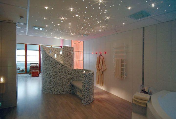 Натяжной потолок в ванной фото идеи