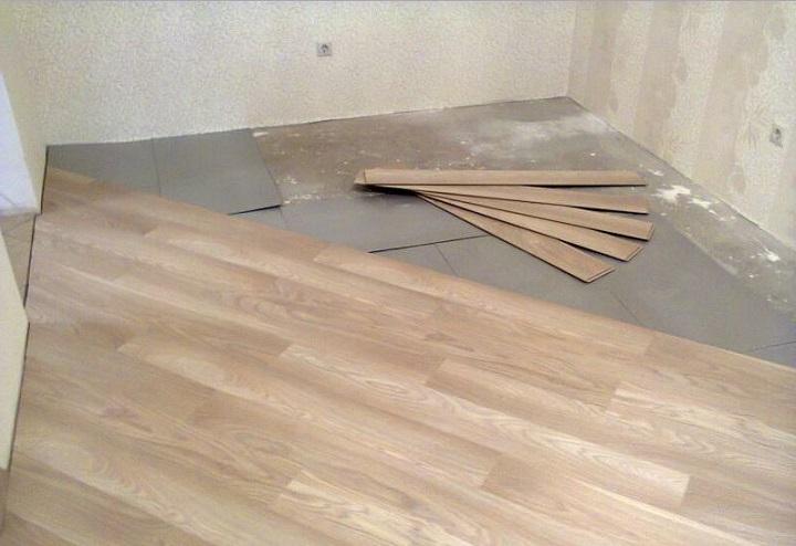 Диагональная укладка ламината своими руками позволит скрыть расхождение стен