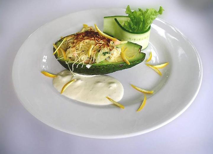 Блюдо из авокадо