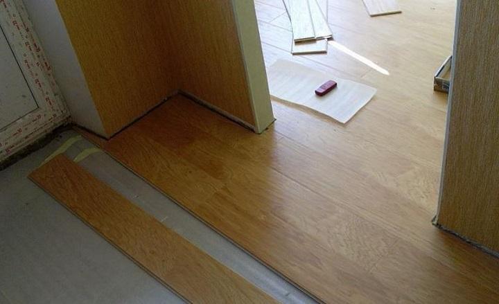 Укладка ламината своими руками на сложных участках требует аккуратности
