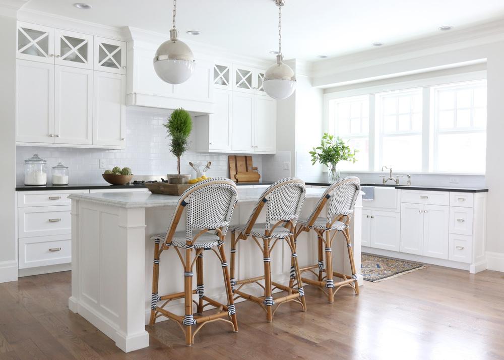 Барная стойка-стол на кухне-студии