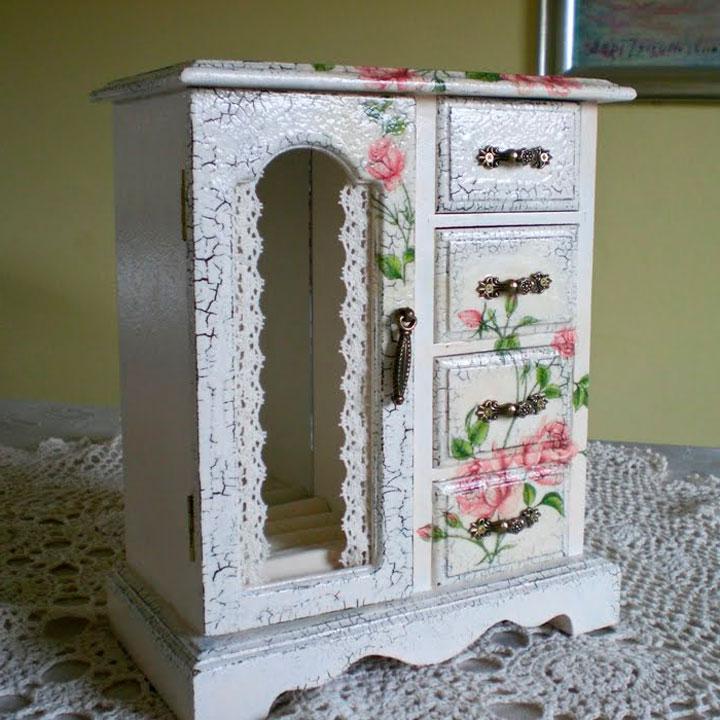 Декупаж может быть очень красивым вариантом для декора чайного дома