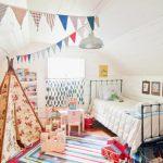 Фото 41: Детская спальня на мансарде