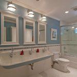 Фото 37: Комбинирование плитки и краски в ванной
