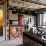 Фото 65: Кухня-студия в стиле кирпичный лофт