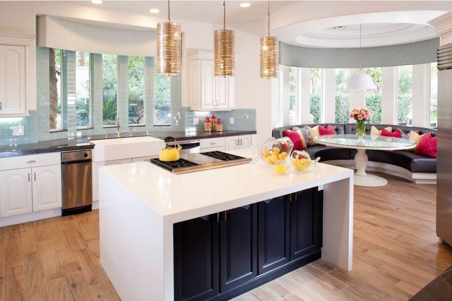 Островная планировка мебели на кухне-студии