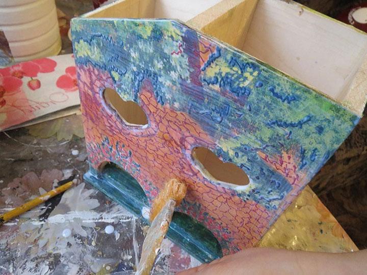 Еще раз покройте лаком прорисованные части