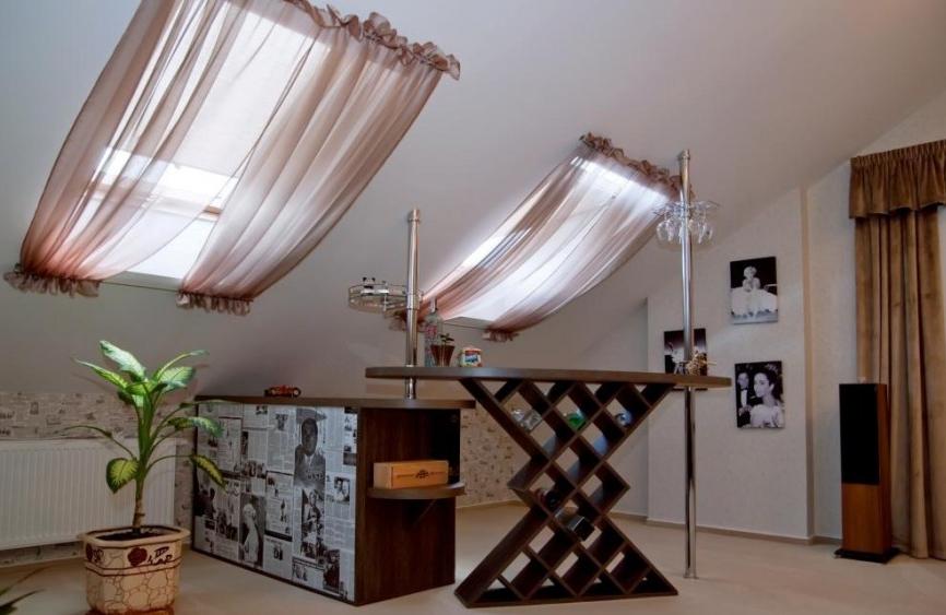 Легкие шторы для мансарды