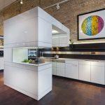 Фото 72: Современный необычный дизайн кухни-студии