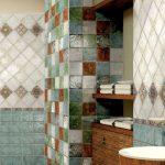 Фото 44: Сочетание цветной плитки в ванной