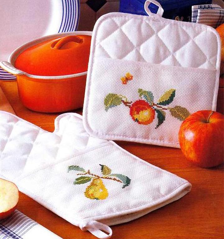 Прихватки на кухню с вышивкой