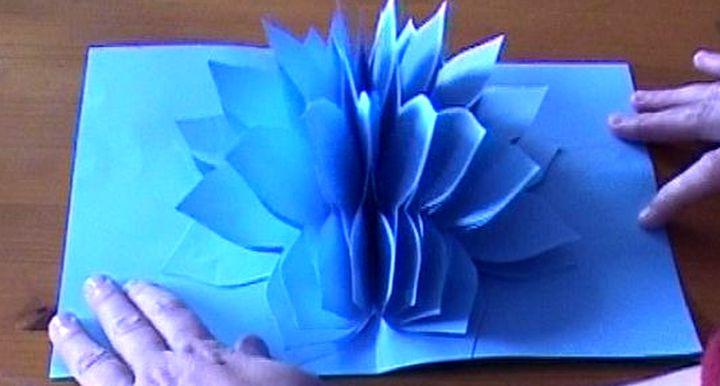 Восхитительный цветок в открытке