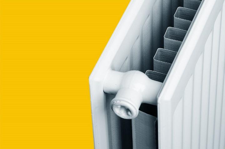 С стальном радиаторе 21 серии одна панель имеет ребра