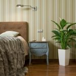 Фото 19: Спатифиллум в спальне