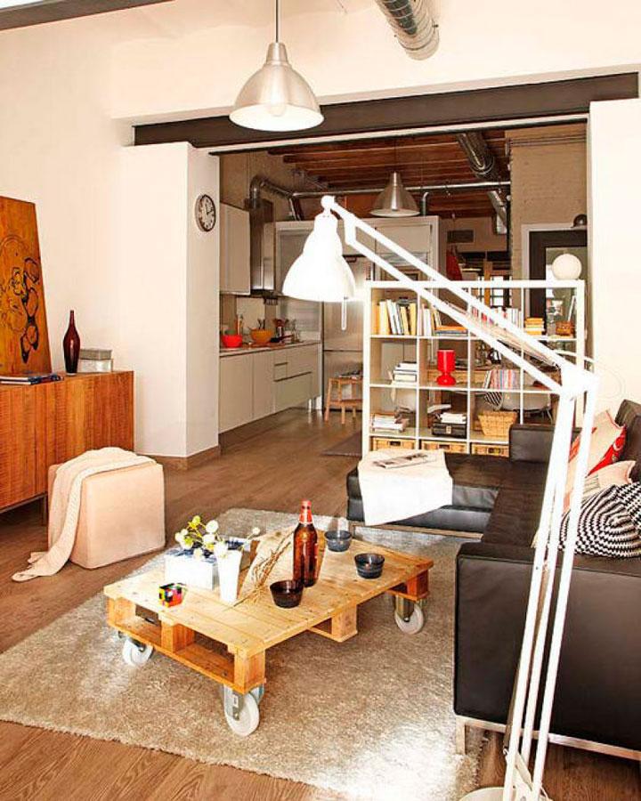 Гостиная, объединенная с кухней, удобна для одиноких хозяев