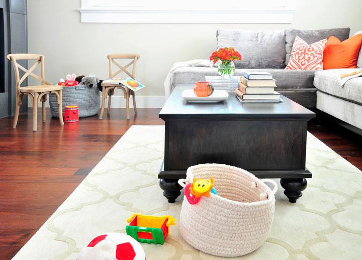 Гостиная-спальня и игровая для детей в одной комнате