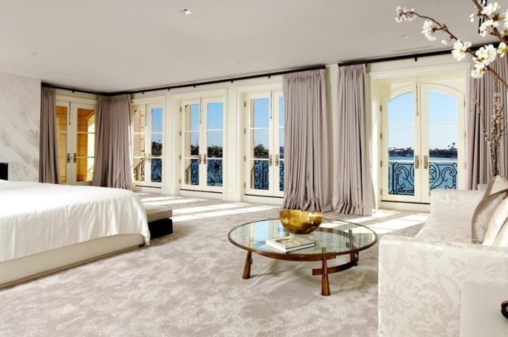 Дизайн спальни в современном стиле: выбираем шторы