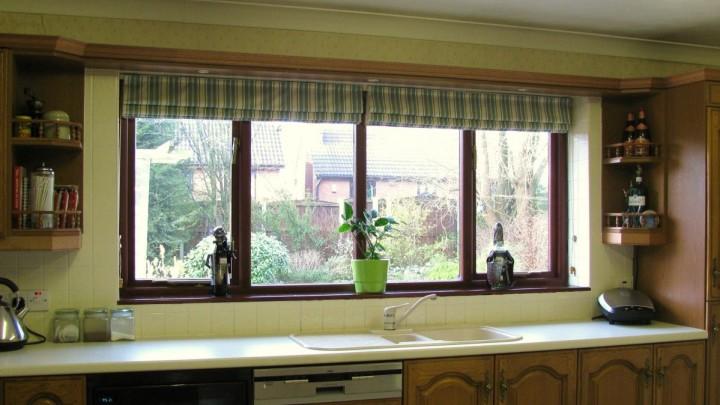 Римские шторы на кухне - самое лучшее решение