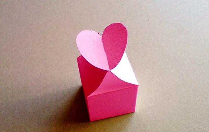 Коробочка с застёжкой–сердечком