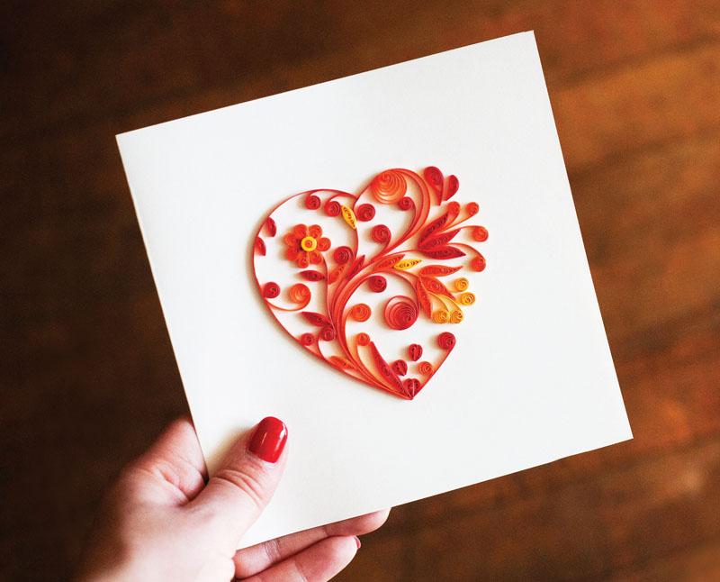 Открытка с сердцем в технике квиллинг